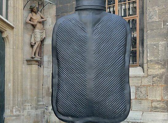 'Big Mutter' von Erwin Wurm am Stephansplatz